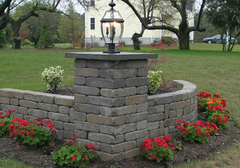 Corner Retaining Wall With Column And Light Lights