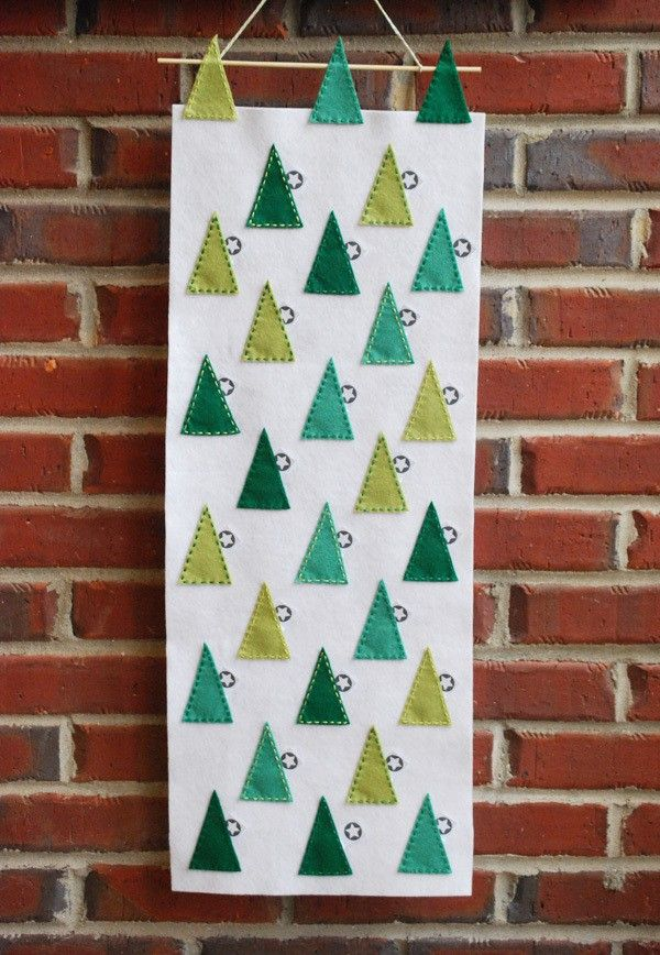 DIY Felt Tree Scape Advent Calendar | Hellobee