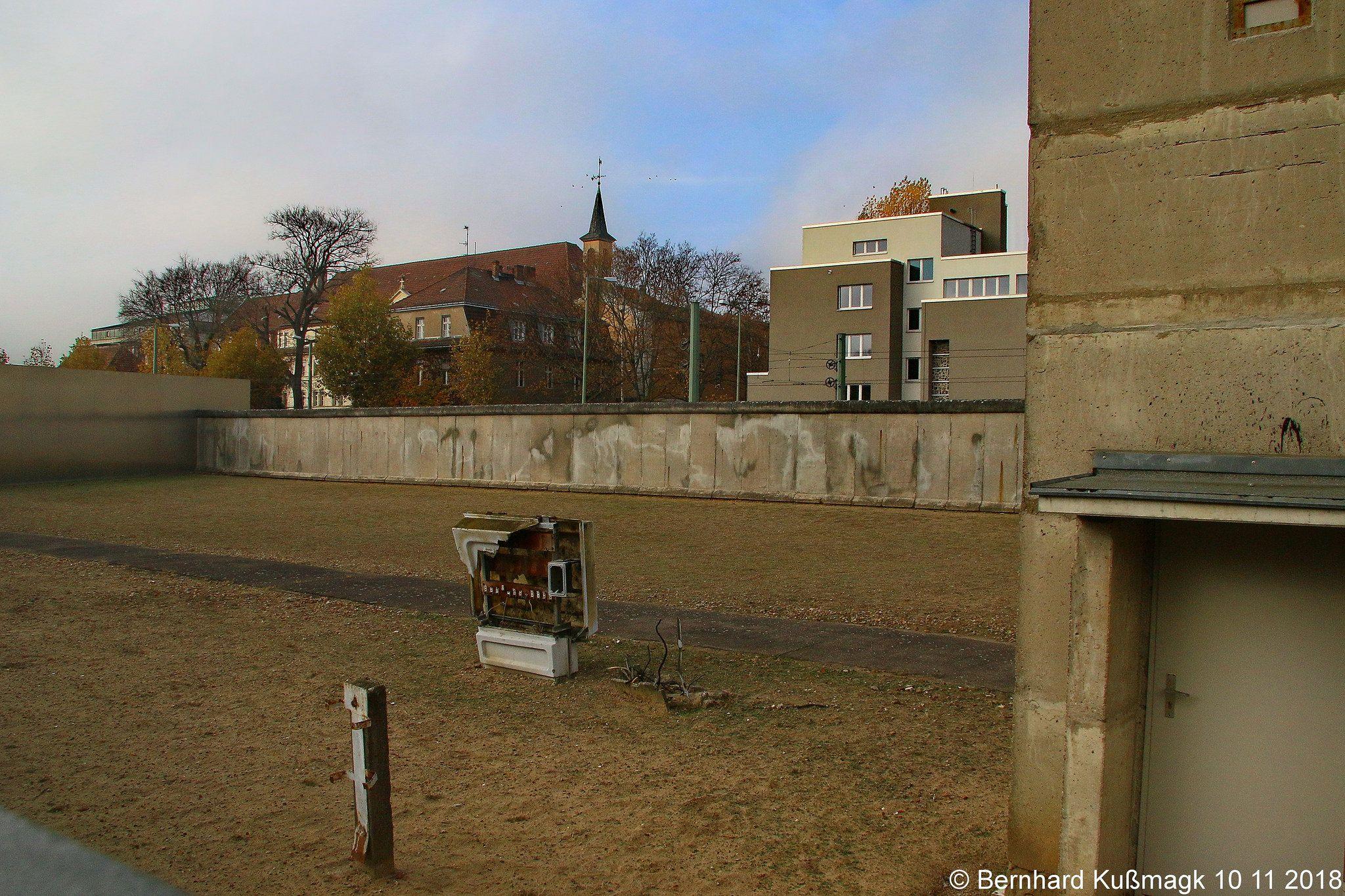 Europa Deutschland Berlin Mitte Bernauer Strasse Nahe Ecke Ackerstrasse Gedenkstatte Berliner Mauer Berlin Wall Berlin Wall