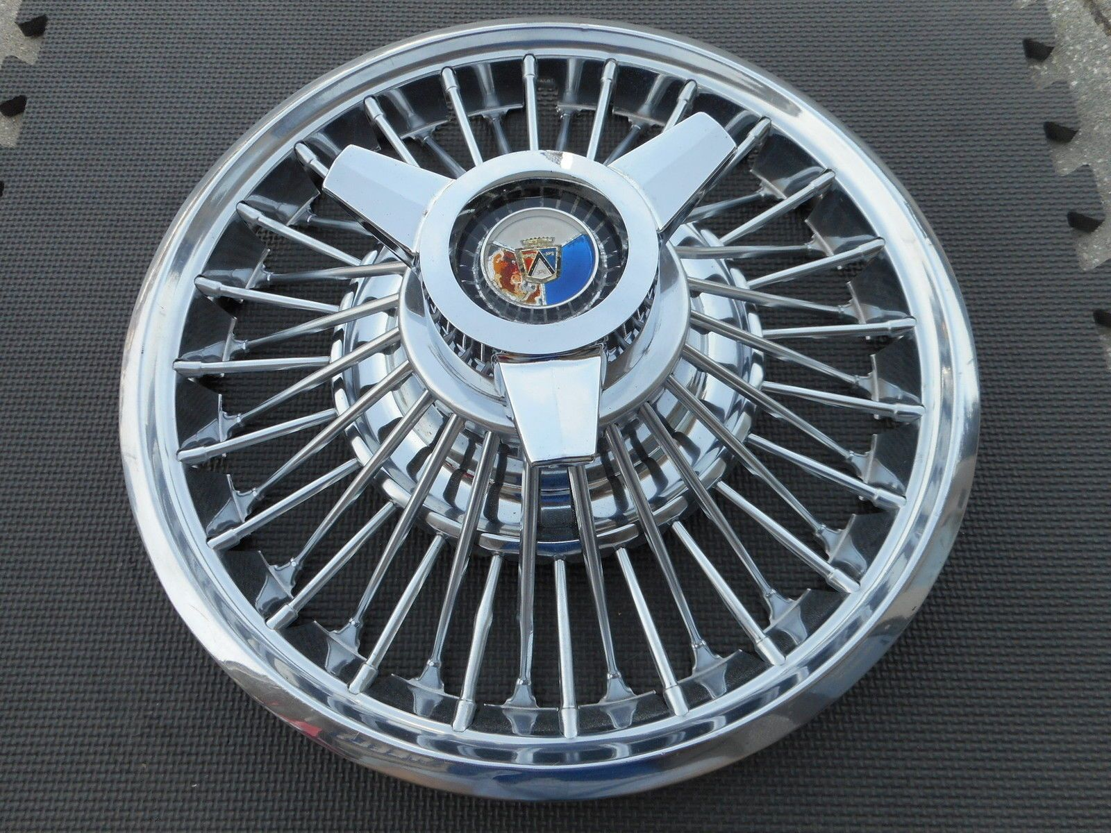 14 1964 1 2 1965 Ford Mustang Wire Spinner Hubcap Wheelcover 1 Nice Original Ebay Ford Mustang Mustang Mustang Parts