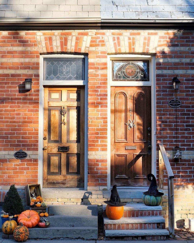 "blogTO on Instagram: ""Happy Halloween, Toronto! 🎃 #Toronto #Cabbagetown #Halloween #Pumpkin #Pumpkins #Witch #Jackolantern #halloweenTO - 📸 @sam.daytripper"""