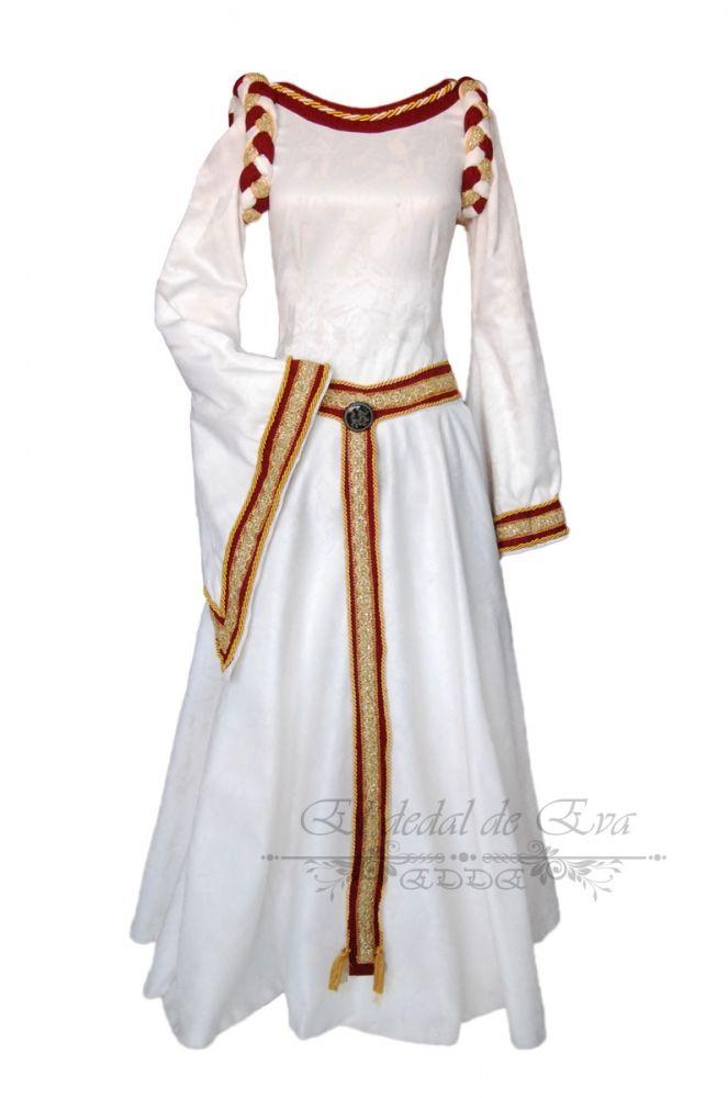 Vestido medieval en brocado blanco roto con adornos en granate y dorado.   br  vendido (ref.V23)  82d92fc29dca