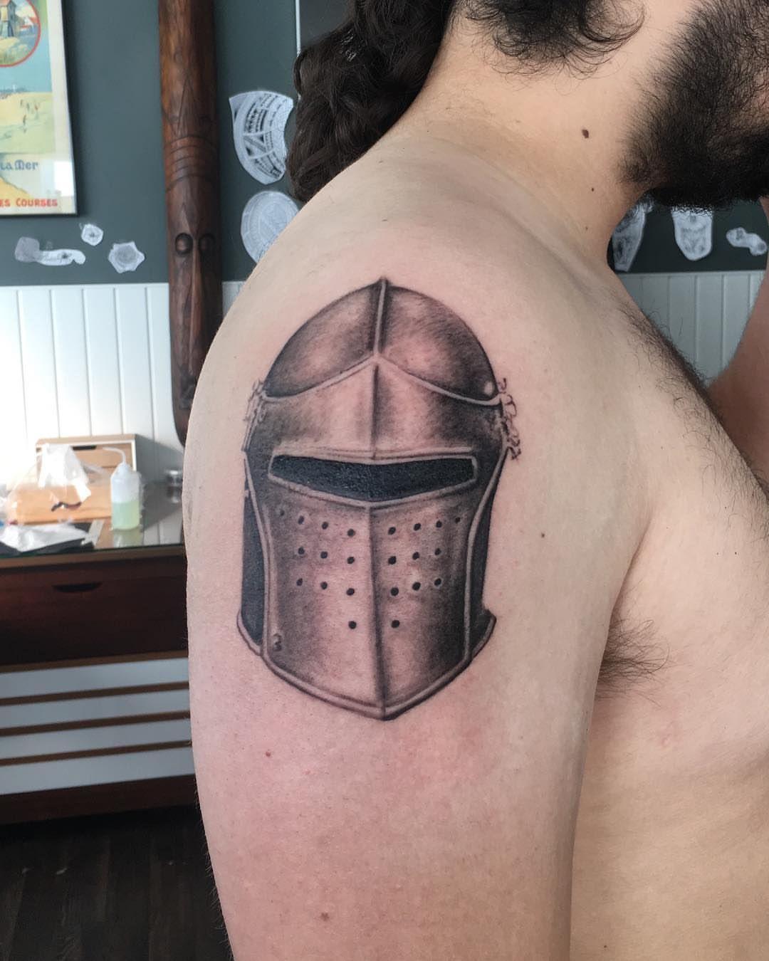 Middeleeuwse Helm Als Eerste Tattoo En Voor Start Van Een