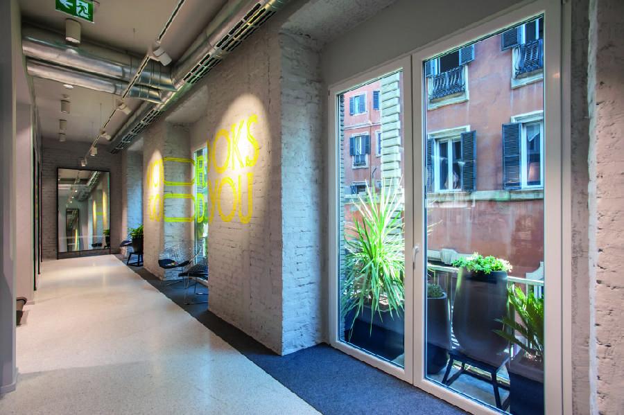 Interior design autodesk revit arredatore d'interni. Nike Via Del Corso Roma Confetti Reclame Retail Interior The Force Is Strong Just Amazing