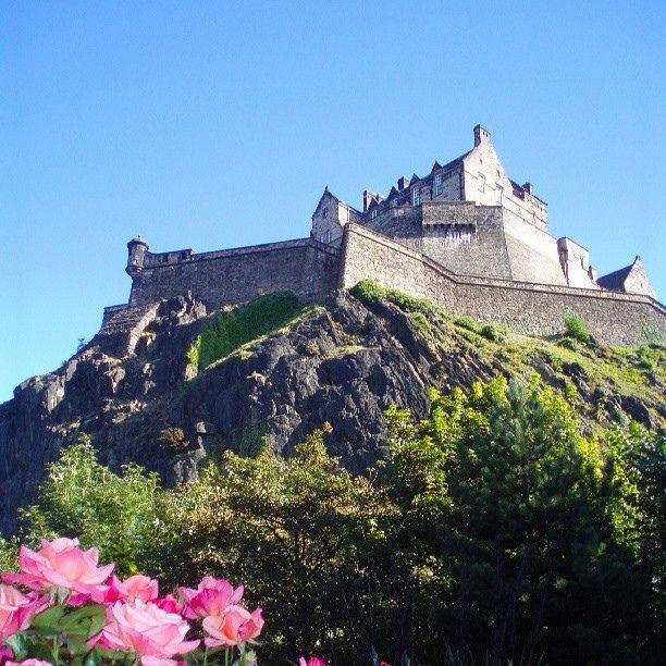 Edinburgh Castle, Scotland by Tarinoita Maailmalta travel blog