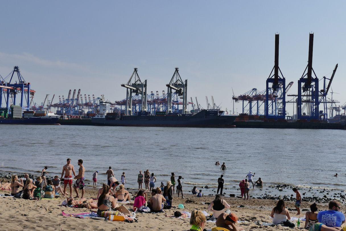 Der Stadt Hamburg hamburg oevelgoenne strandidylle mitten in der stadt an der elbe