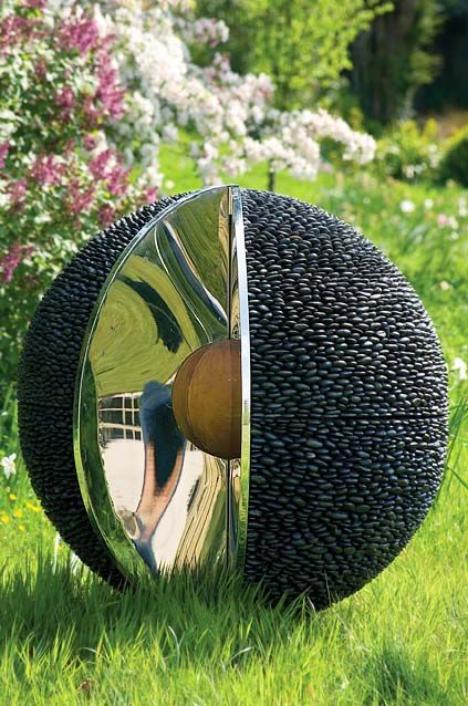 Sculptural Spheres Crazy Wonderful: Charcoal Black Standing Pebble Tile