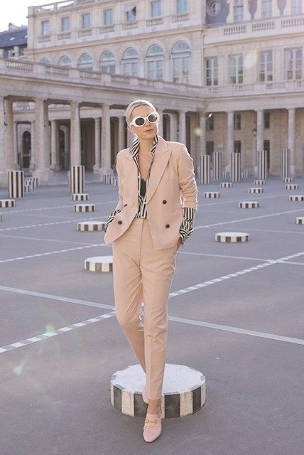 a79e47ed60a 8.17 pink suit   stripes    les deux plateaux (Zara pink suit + Ralph  Lauren top + Gucci  princetown  loafer mules in light pink + Urban  Outfitters sunnies)