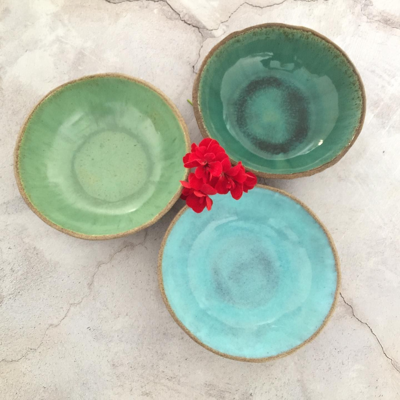 Handmade ceramic bowls of the Deep Water collection. . . www.VIBceramics.com . #modernrustic #kitchendecor #dinnerware #diningroomdecor #mykitchen #loveceramic #handmadeceramic #functionalceramics #ceramics #functionalpottery #handbuiltpottery #ceramiclife #ceramiclicious #instapottery #interiorinspiration #interior4inspo #decorideas #interiordesign  #interioraddict #interiorstyling #decorideas #interiors4all #originmagazine #homeinspiration #bohointeriors #styleithappy #interiorforall  #boldboh
