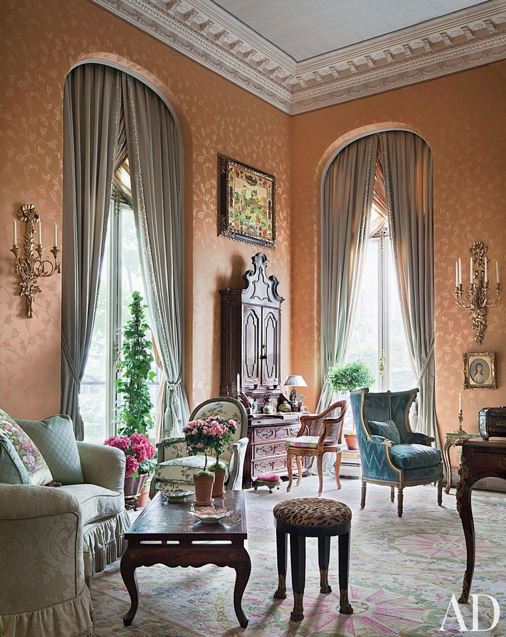 Townhouse Living Room Design: Traditional Living Room By Mario Buatta In New York, New