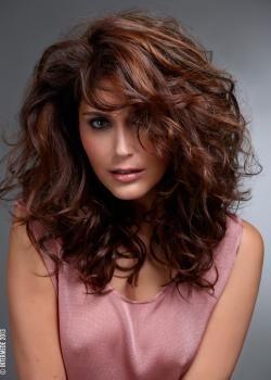 coiffure cheveux long bouclé femme | Coupes cheveux roux ondulés ...