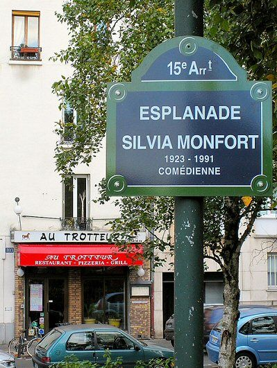 L'esplanade Silvia-Monfort  (Paris 15ème).