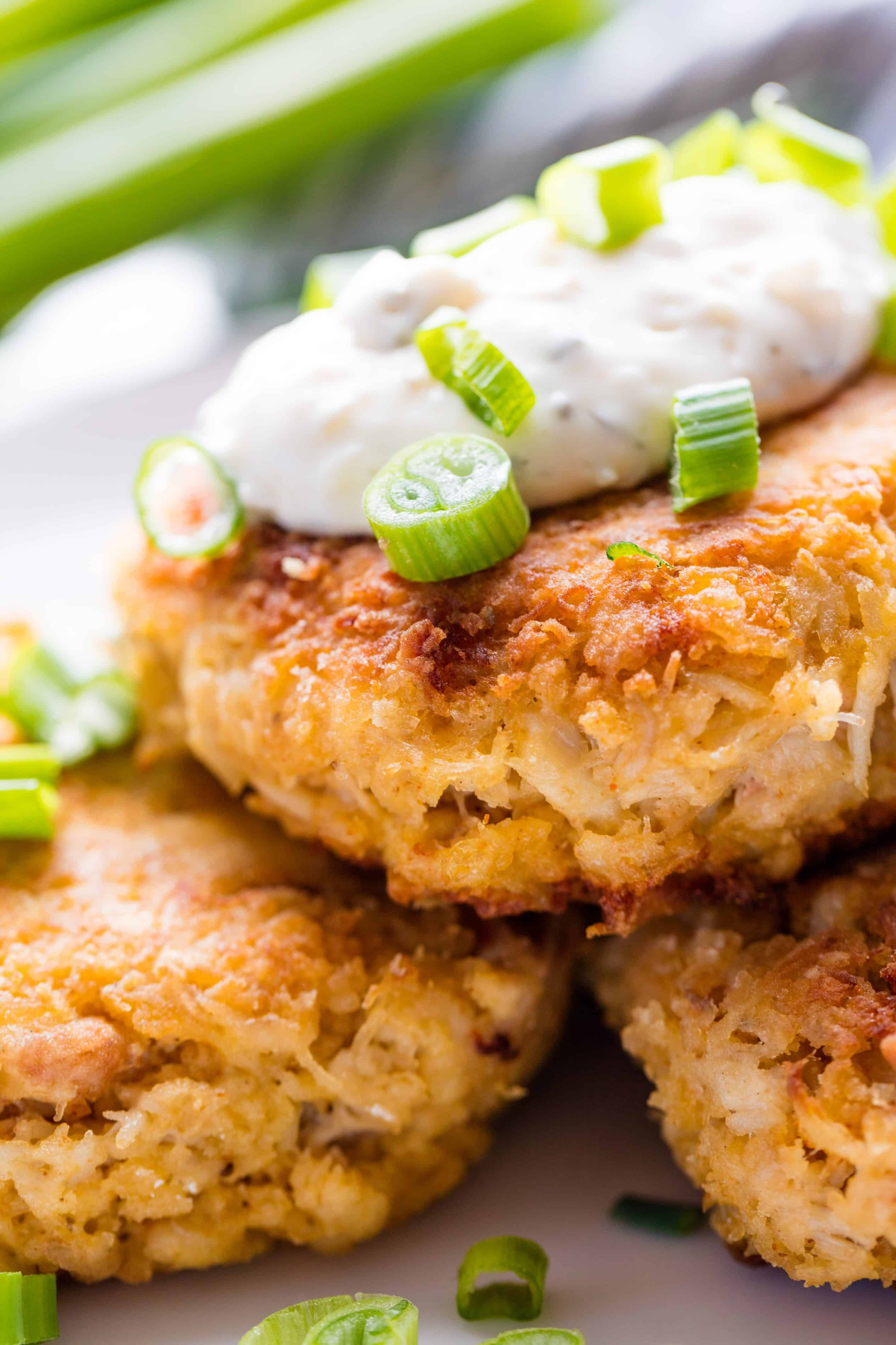 what goes good with crab cakes for dinner