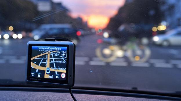 How Does My Sat Nav Really Know Where I Am Car Gps Sat Nav Car Gadgets