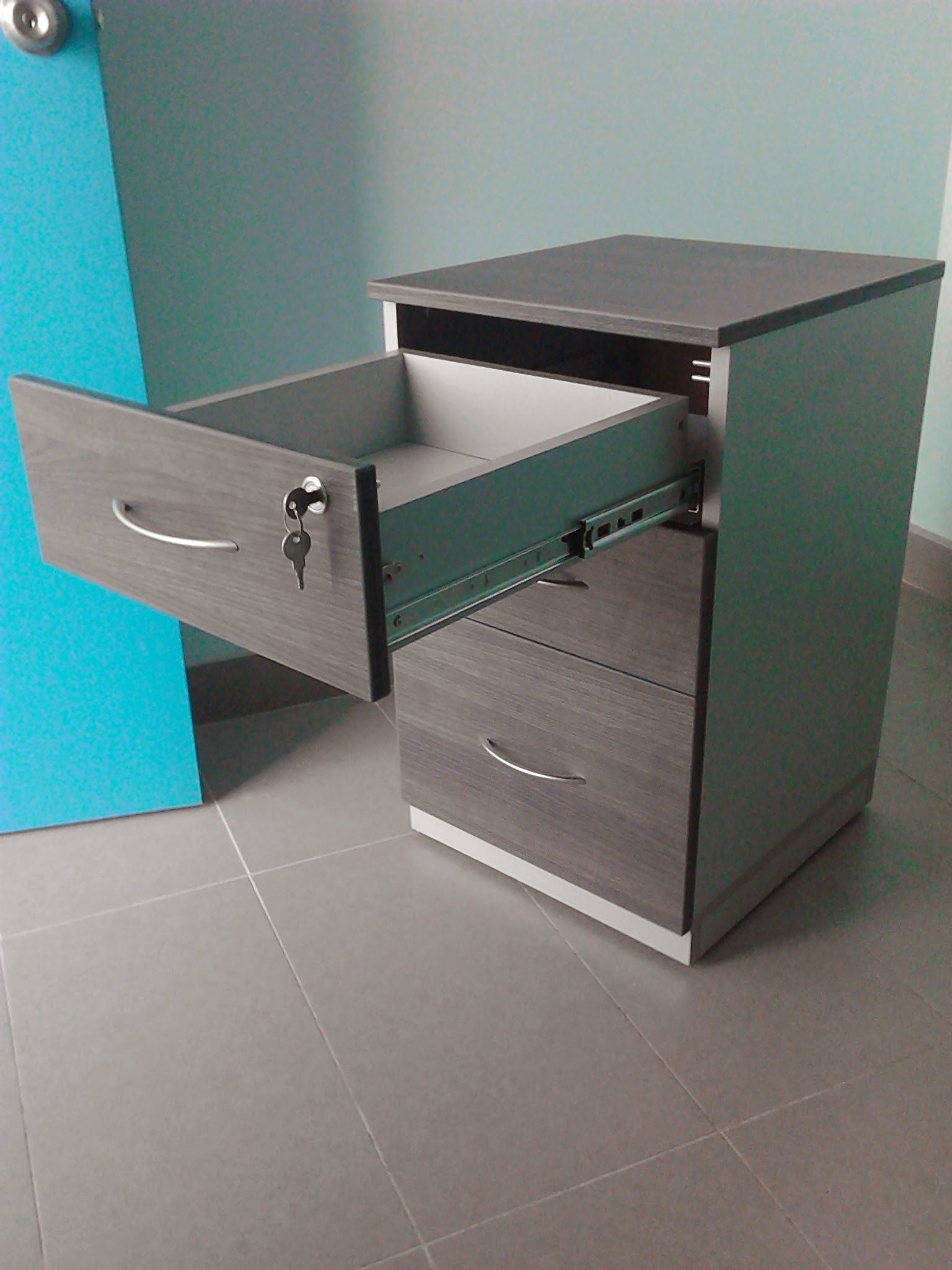 Cajonera en melamina color roble gris y aluminio caj n sale en su totalidad la ventaja de la - Cajonera para oficina ...