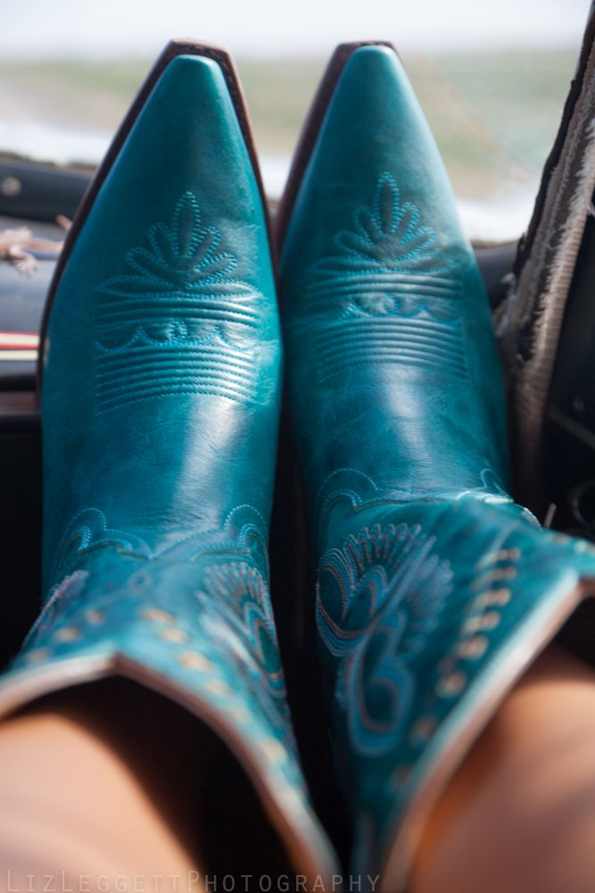 """I'm lookin' for a girl that don't mind these bumpy backroads wants to decorate my dash with ten pink painted toes"" // logan mize, ride in the middle"