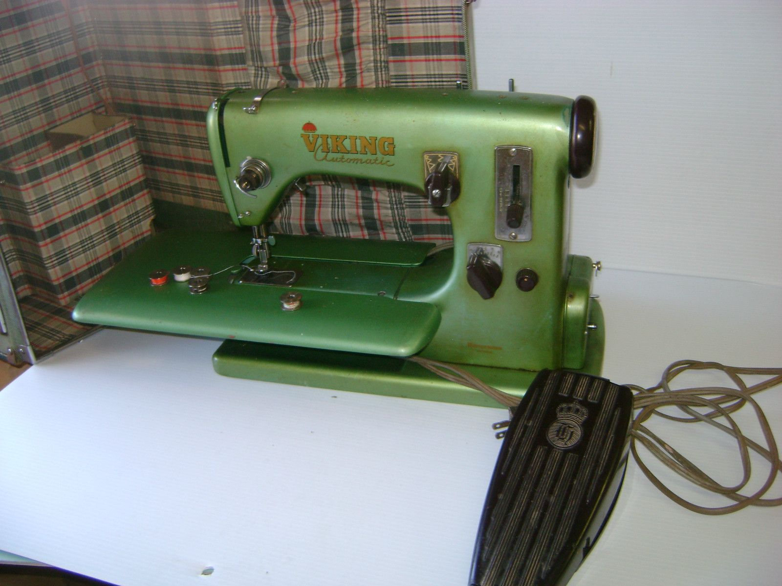 Vintage green Viking Husqvarna Automatic 21 Sewing Machine with Case ...