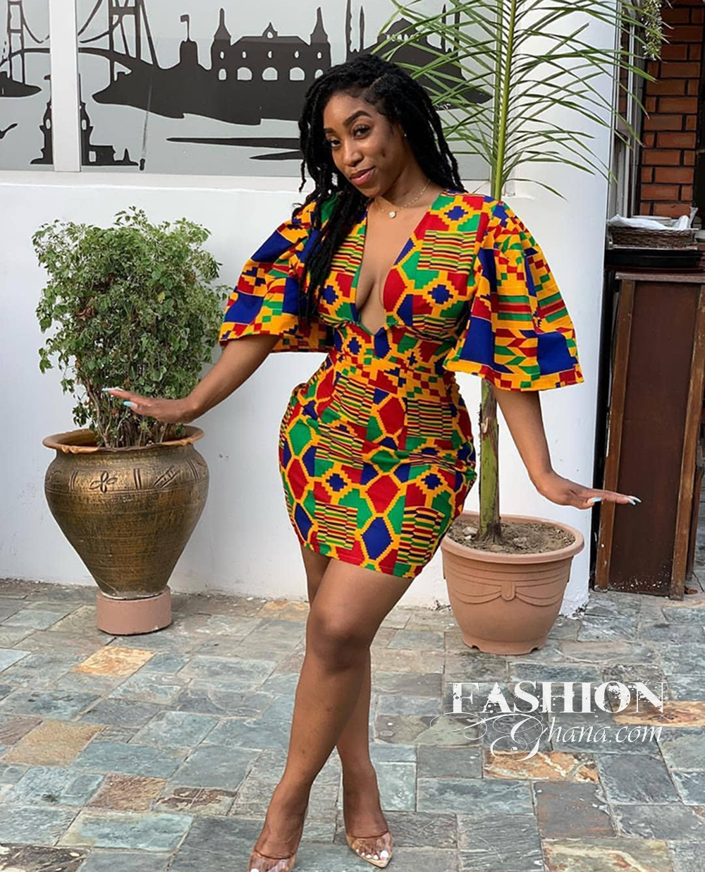 #fGSTYLE: Kente Print Is Trending Again, Thanks To The Power Of Cleavage And Low V Neckline | FashionGHANA.com: 100% African Fashion