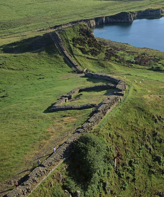 hadrian s wall aerial view of the wall at cawfields on hadrians wall id=69517