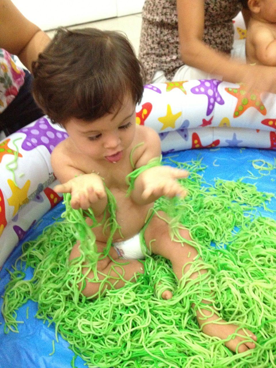 Estimulaci n temprana beb s con s ndrome de down pinterest montessori sensory play and reggio - Estimulacion bebe 3 meses ...