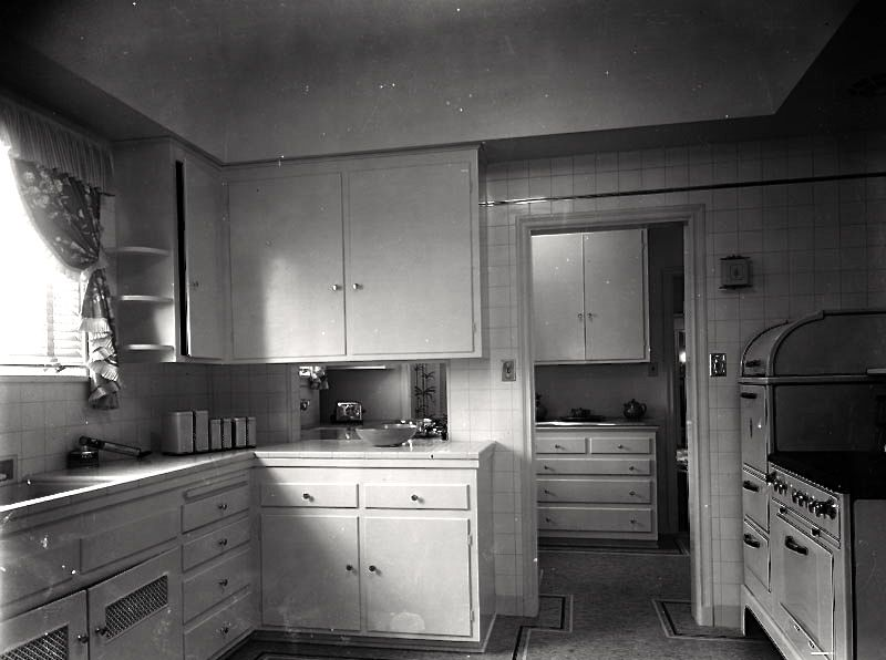 wallace neff kitchen 1930 Vintage kitchen, Old fashioned