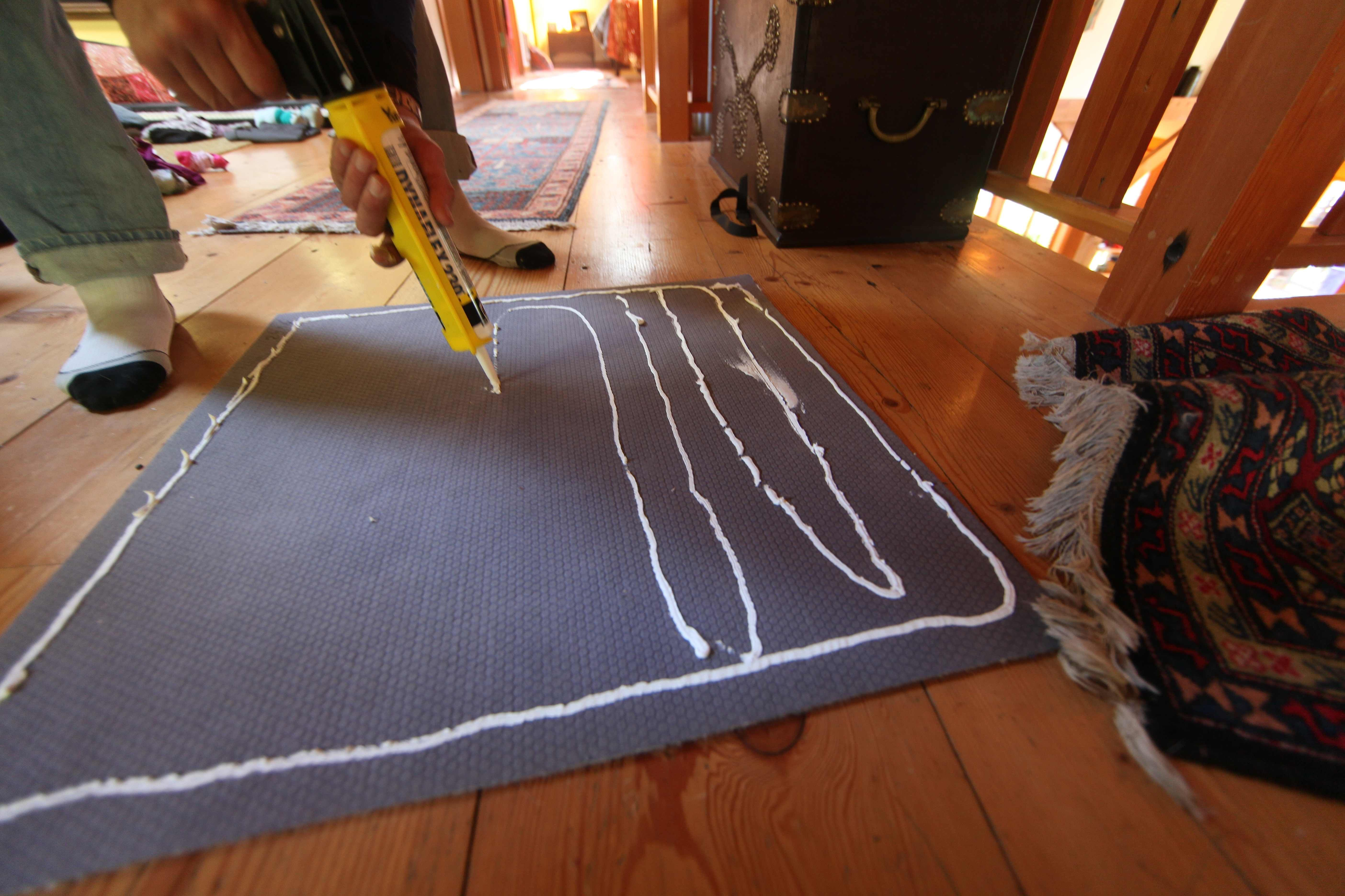 No Slip Carpet Fix With Images Rugs Slipping Rugs Diy Rug