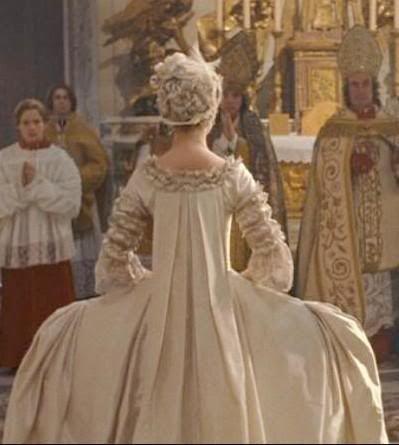 Kirsten Dunst. Marie Antoinette. wedding dress.back. | film costumes ...