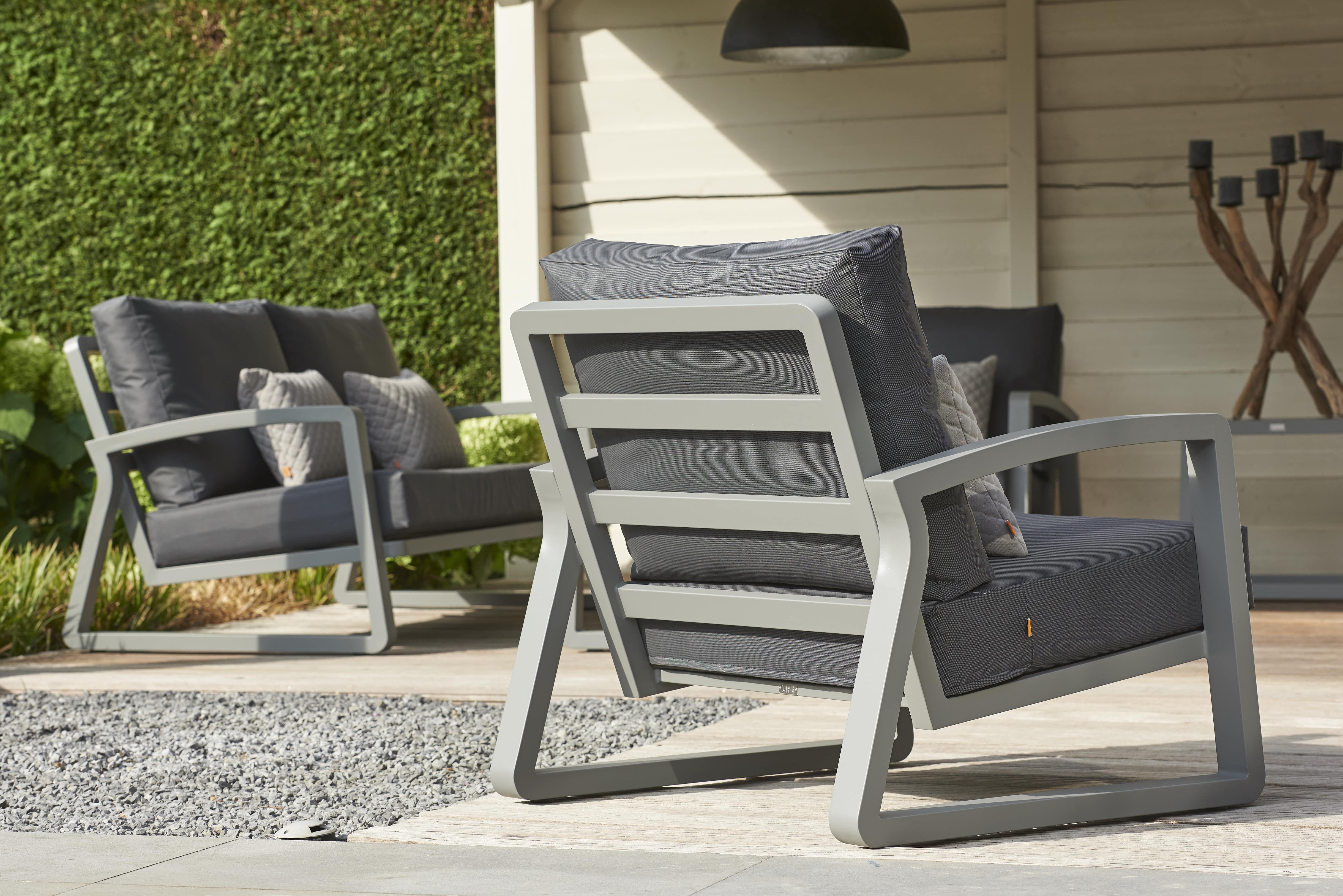 2 Loungestoelen Met Tafeltje.De Curve Loungeset Bestaat Uit Een 2 5 Zits Bank Twee