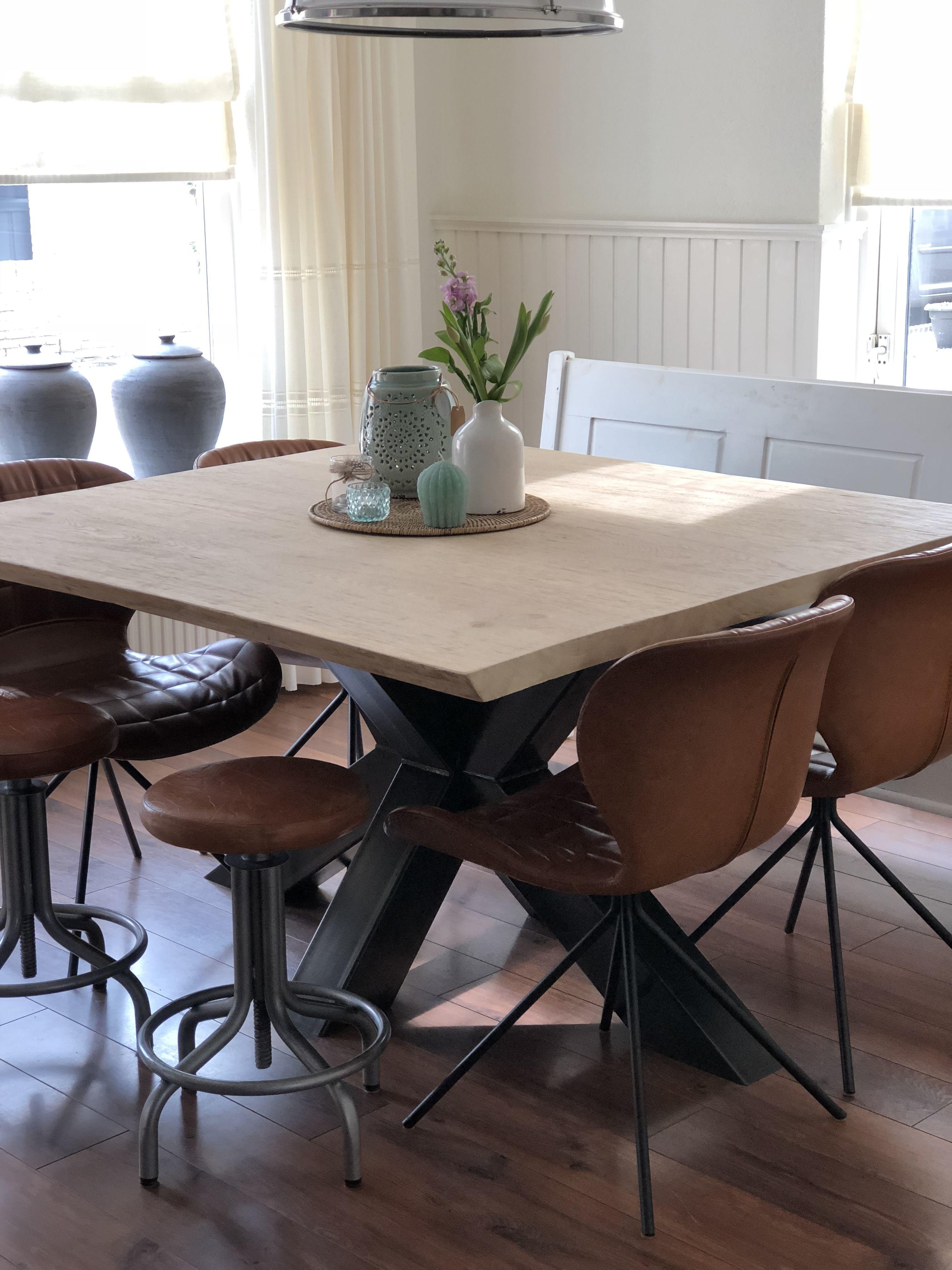 Robuuste Vierkante Eettafel.Een Vierkante Eettafel Van 150x150cm Met 4 Omg