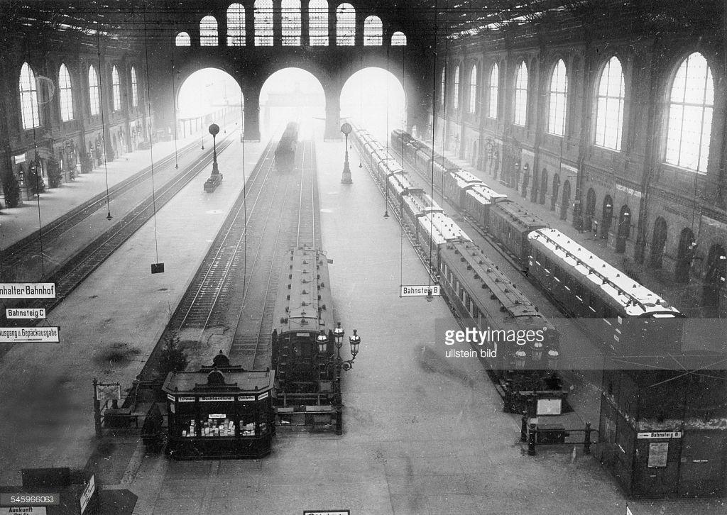 Eisenbahnerstreik während desSpartakusaufstandes in Berlin. Dieverlassene Halle des Anhalter Bahnhofes- ca.1919