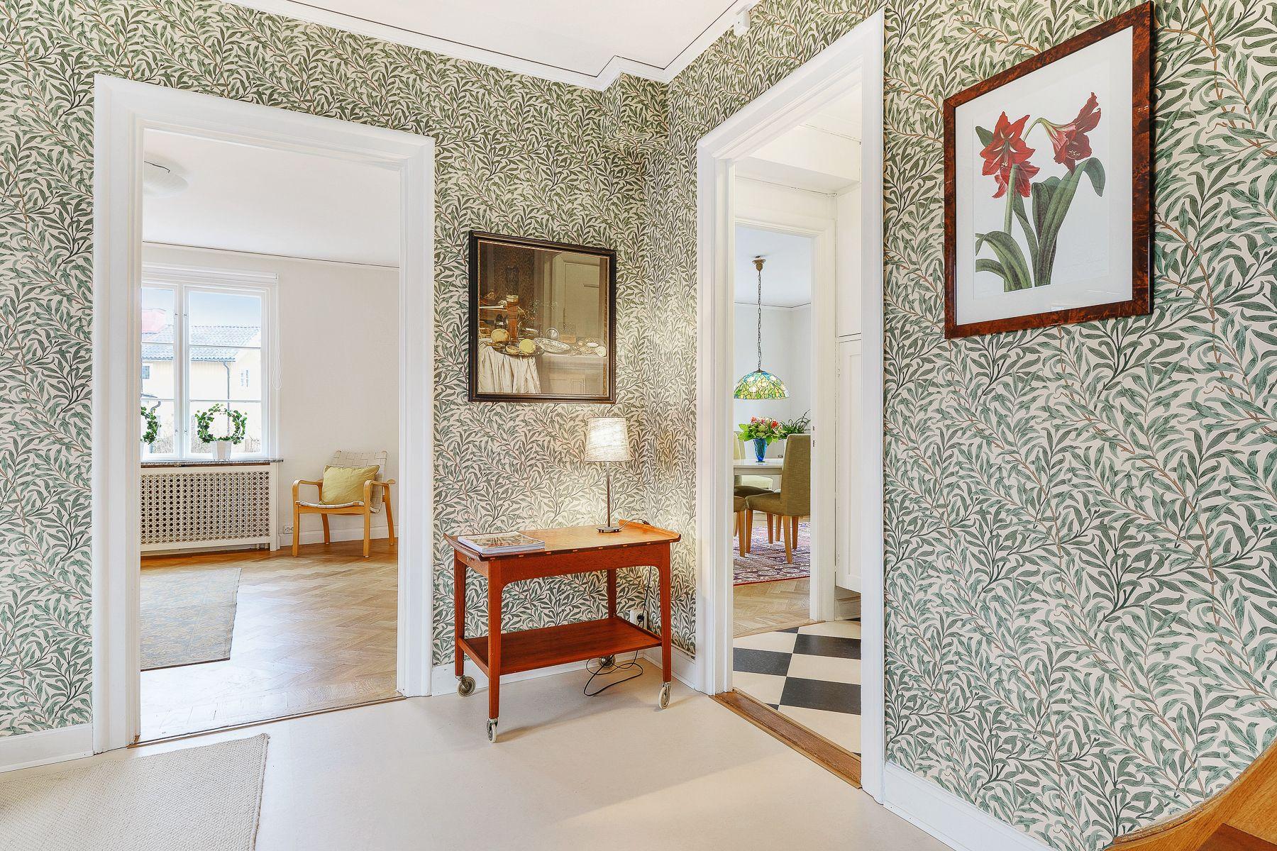 Home interior design kurs smakfull morristapet ger karaktär  wallpaper  pinterest  hall
