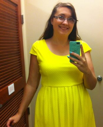 Sara shows off her JCPenney steal in our #ChippmunkExpertShopper contest!