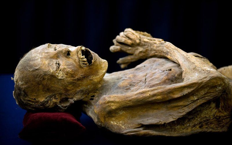 131009-strochlic-mexico-mummies-tease