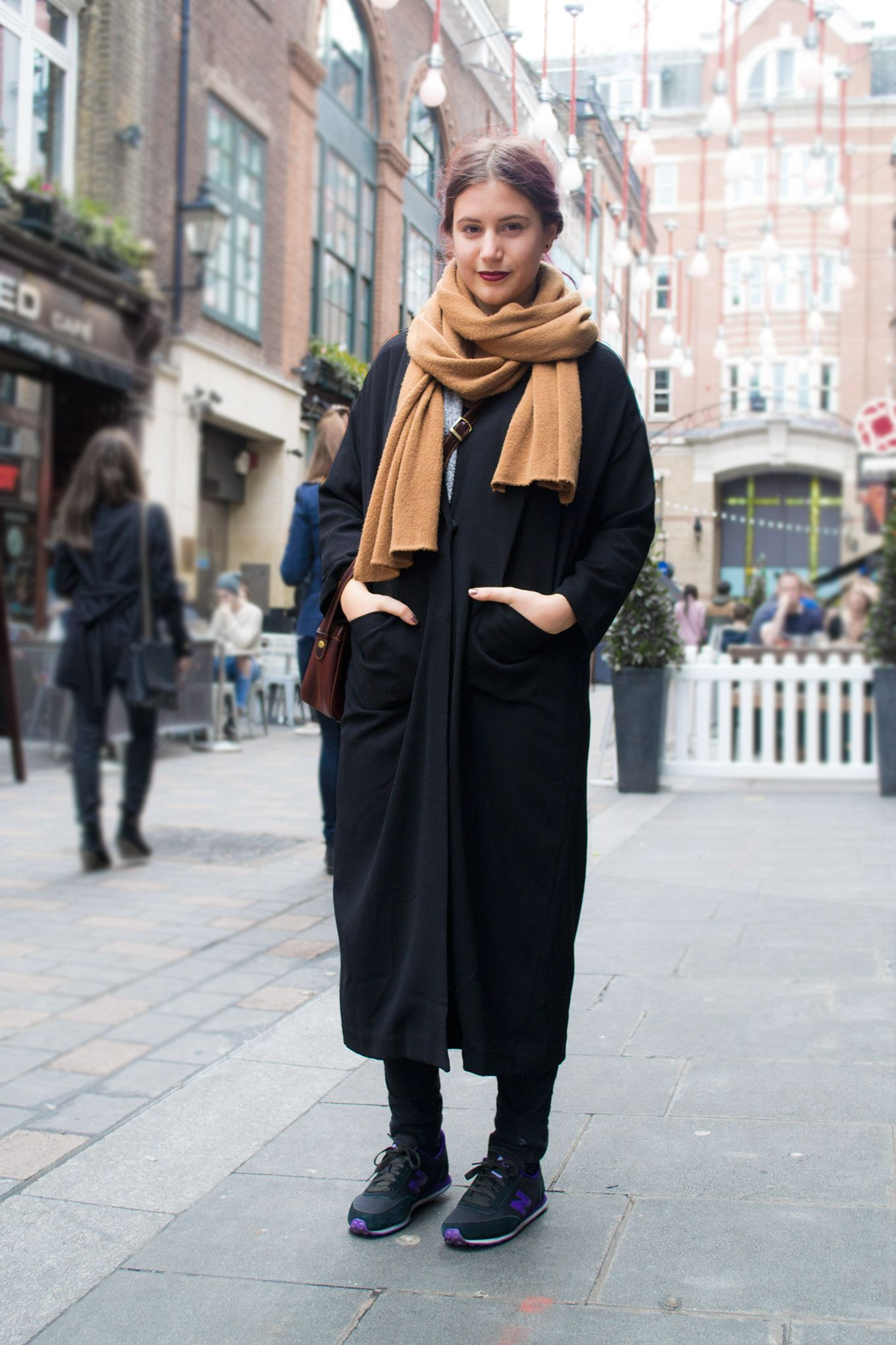 Scandinavian look!! A great combo of a long coat, a soft scarf and ...