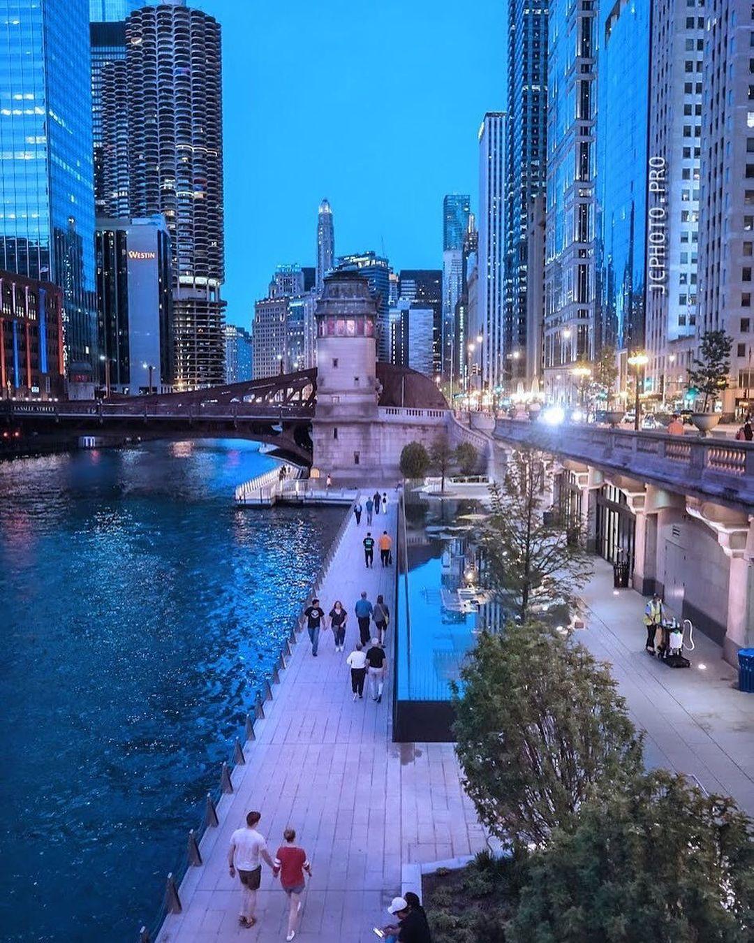 Chicago (@insta_chicago) on Instagram: Riverwalk strolls 📷 @sekrety on
