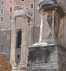 El Templo de Vespasiano y Tito es un templo en el Foro, Roma, dedicado al culto imperial del emperador Vespasiano, deificado por el Senado poco después de su muerte. El templo lo empezó Tito en el año 79, pero lo terminó su hermano, también emperador, Domiciano, aproximadamente en el año 87.