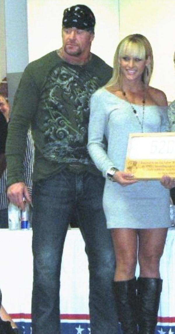 The Undertaker & Michelle McCool | WWE families and ...Michelle Mccool And Undertaker 2013