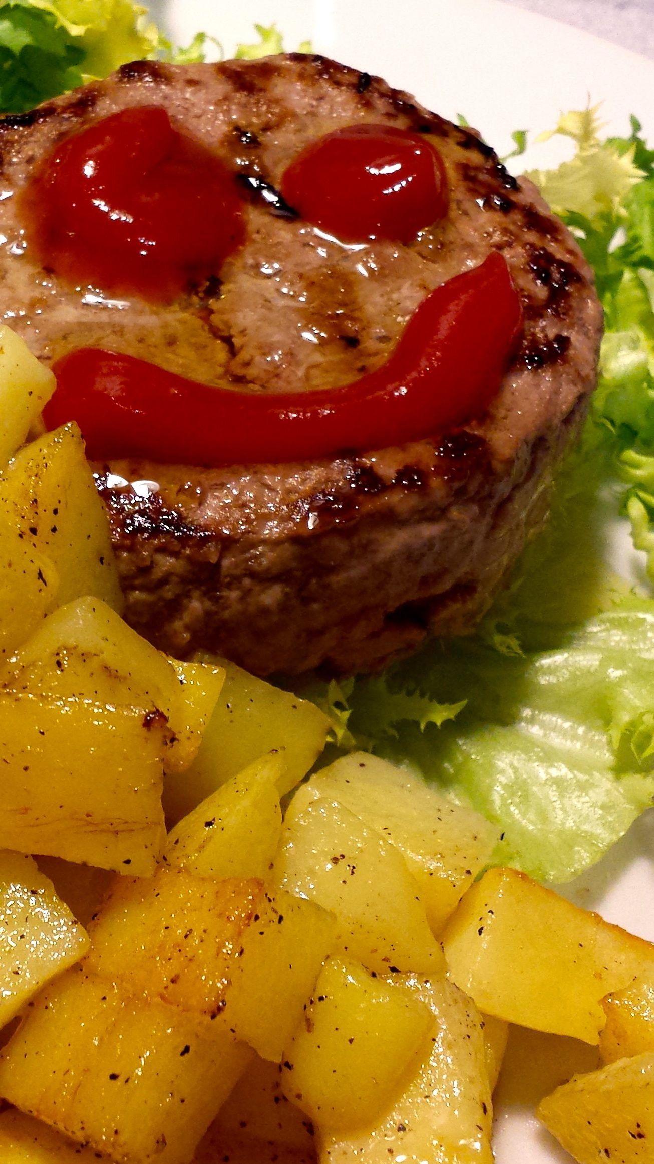 Anyway, l'impatto con il francese è stato terribile, quello con la burocrazia universitaria anche peggio: mille cose da fare, assicurazioni, conti in banca, abbonamenti, telefono...insomma sto impazzendo! La musica fa bene!  Ok ecco l'hamburger sorridente che ieri sera mi ha fatto compagnia... http://stopeatingbadly.blogspot.fr/2013/09/lhamburger-sorridente-che-solleva-il.html