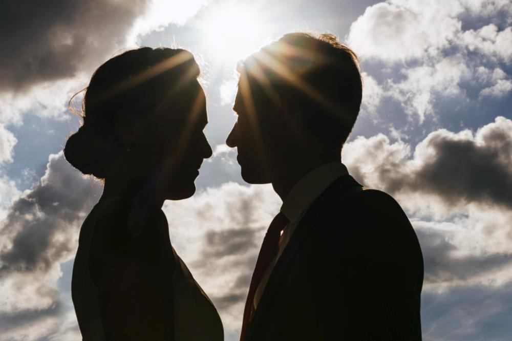 Wedding Paar Silhouette Hochzeitsbild Hochzeitsfoto Braut Bluesky Sun Sonne Hochzeitsfotograf I Hochzeitsfotografie Hochzeitsfotograf Hochzeitsbilder