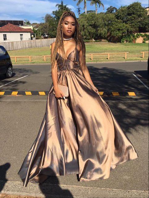 Photo of Einfaches langes Ballkleid mit V-Ausschnitt, Abendkleider von Dreamy Dress