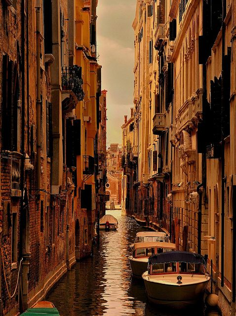 Venice : Cloudy day on the Venetian canal | Flickr – Condivisione di foto!
