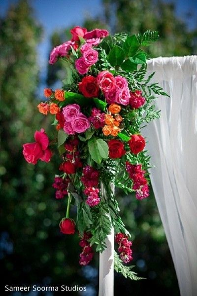 Red and pink flower decor. http://www.maharaniweddings.com/gallery/photo/113383