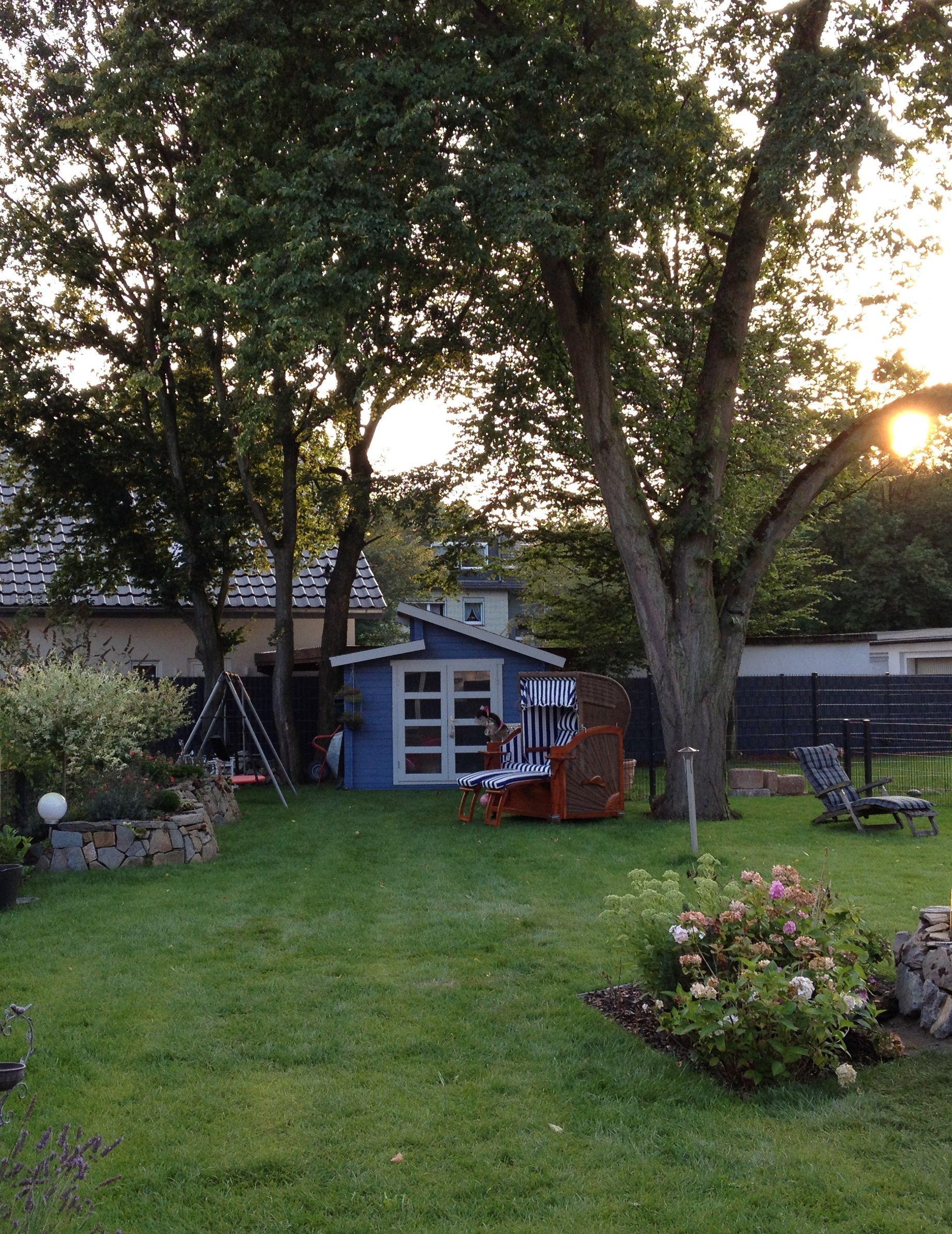 In Diesem Liebevoll Gestaltetem Garten Mit Naturstein Eingefassten