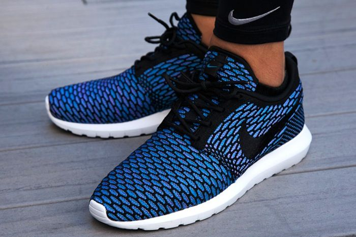 Nike-Flyknit-Roshe-Run-On-Foot-2