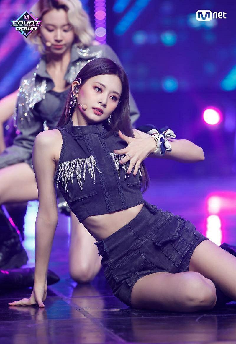 201105 Tzuyu I Can T Stop Me Mcountdown Kpop Girls Korean Girl Kpop Girl Groups