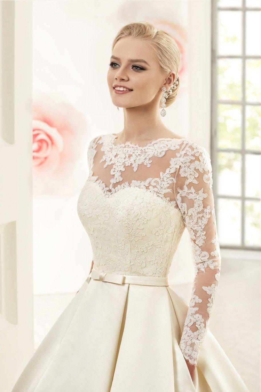 Vestido corto de novia con manga