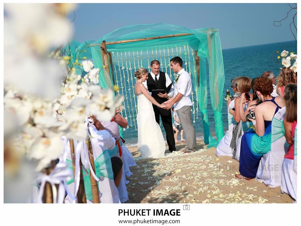 To Complete That Green Theme Beach Wedding I Like The Tule In Frame Front Plus Additional Arc Entrance