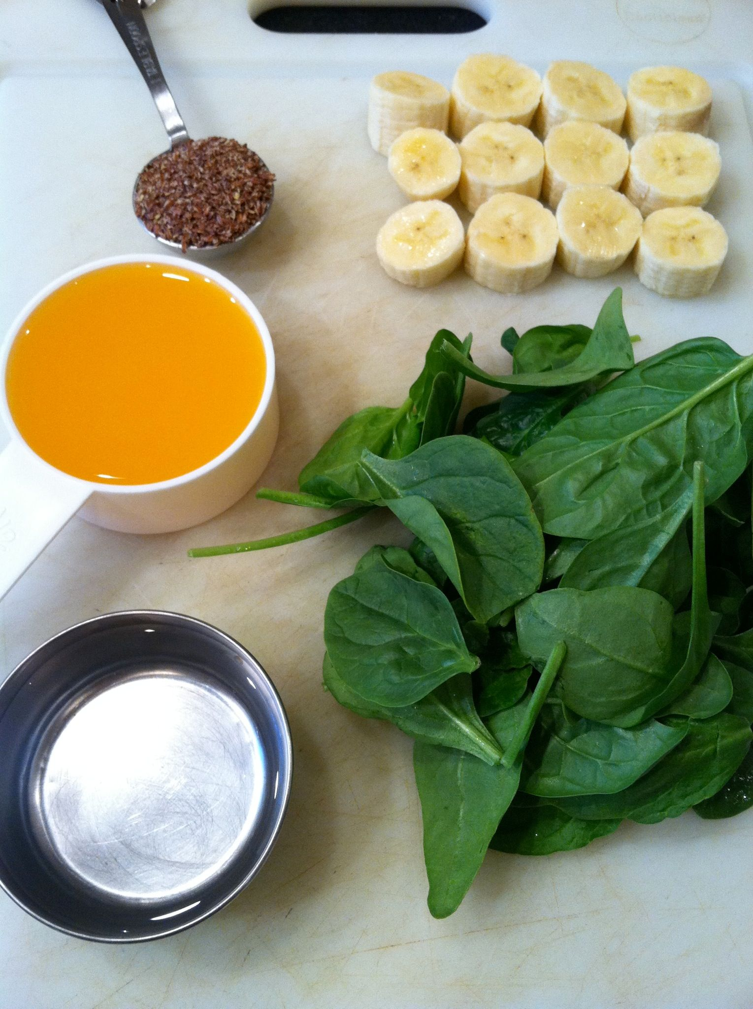 Green smoothie with spinach flaxseeds flaxseed