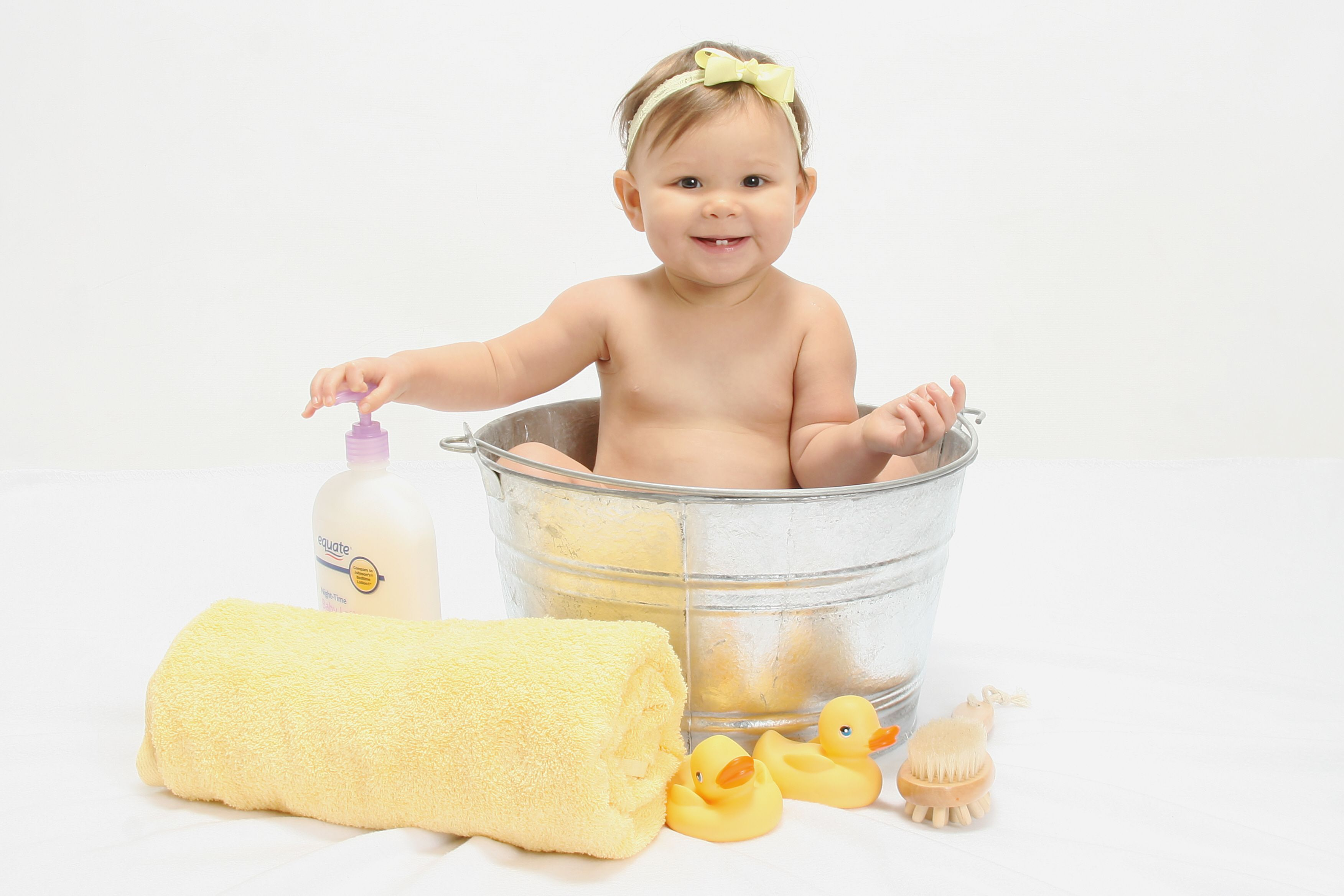 Bath Tub 10 Month Old Baby Pictures Baby Bath Baby Bath Tub Baby Pictures