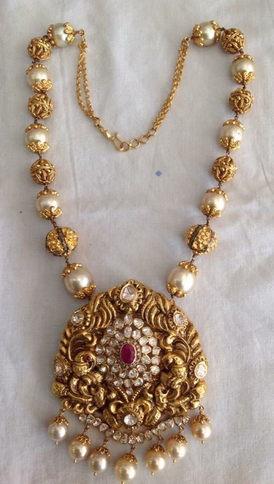 Locket Jewellery Pinterest India jewelry Pearls and Gold